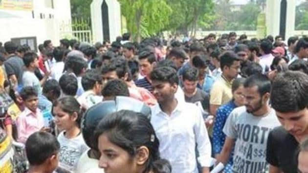 TS inter results 2019: The Telangana high court on Tuesday directed the Telangana State Board of Intermediate Education (TSBIE) to take up revaluation of answer sheets of all the three lakh-odd candidates who failed in the recent Intermediate first and second year examinations.(HT file)