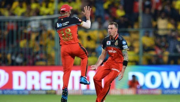 Royal Challengers Bangalore bowler Dale Steyn (R) celebrates with his team captain Virat Kohli the dismissal of Chennai Super Kings batsman Shane Watson for 5 runs during the 2019 Indian Premier League (IPL) Twenty20 cricket match between Royal Challengers Bangalore and Chennai Super Kings(AFP)