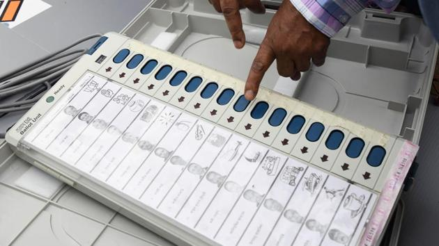21 opposition parties have moved the Supreme Court and have sought verification of 50% EVMs using VVPAT.(AFP File Photo)