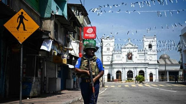 A security personnel stands guard near St. Anthony's Shrine in Colombo on April 24, 2019, three days after a series of bomb blasts targeting churches and luxury hotels in Sri Lanka. - The toll in a series of suicide bomb blasts on Easter Sunday targeting hotels and churches in Sri Lanka has risen to 359, police said on April 24.(AFP)