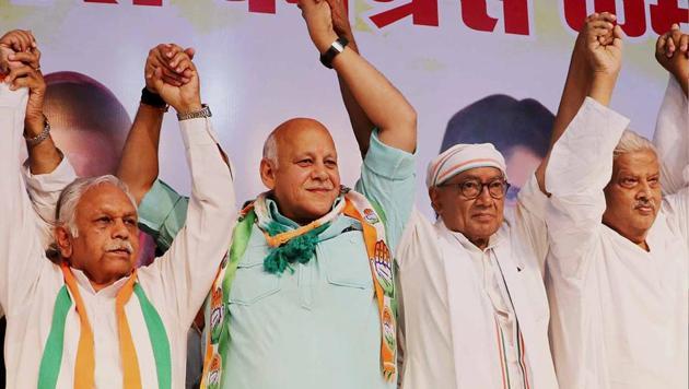 Former BJP MLA Jitendra Daga joins Congress in presence of Congress's Bhopal Lok Sabha seat candidate Digvijay Singh in Bhopal on Sunday.(ANI Photo)