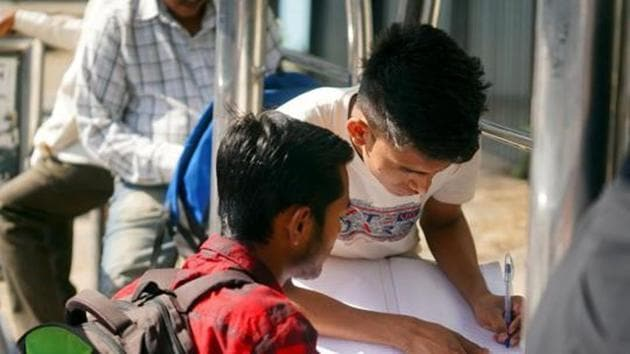 HP Board 10th Results 2019 topper: The Himachal Pradesh Board of School Education (HPBoSE) will declare the result of Class 10 exams at 12 noon on Monday. Atharv Thakur has bagged the first position with 98.71% marks.(HT file)