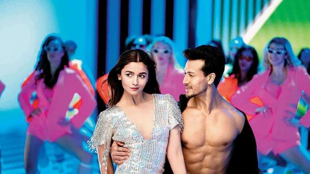 Tiger Shroff tries hard to woo Alia Bhatt in Hook Up song from Student of the Year 2.