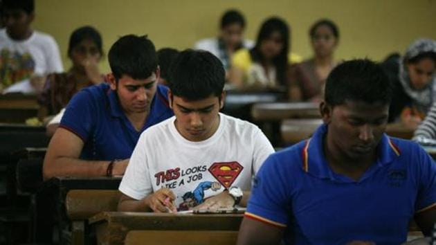 Despite Maharashtra Common Entrance Test (MHTCET) for undergraduate courses will be held online for the first time this year, the number of exam centres has been reduced to 166 from the last year's 1,260 for the pen-and-paper pattern.(HT file)