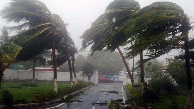 Strong winds and heavy rainfall hit Puri as Cyclone Fani made landfall in the district on Friday.(ANI PHOTO)