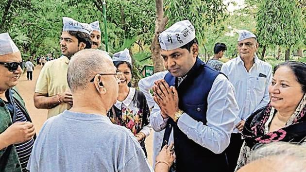 AAP candidate Brijesh Goyal interacts with voters at the Malviya Nagar Park.(Sourced)