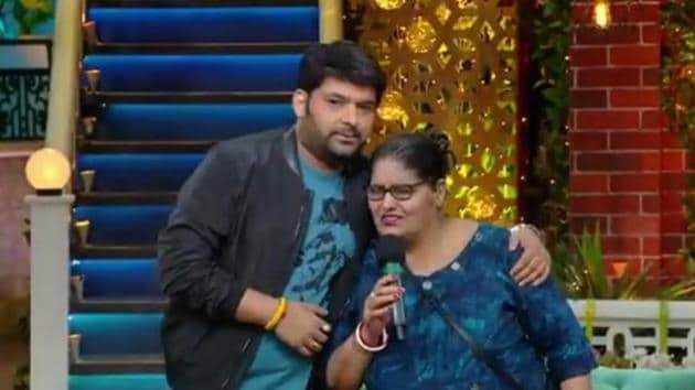 Kapil Sharma with his mother on The Kapil Sharma Show.