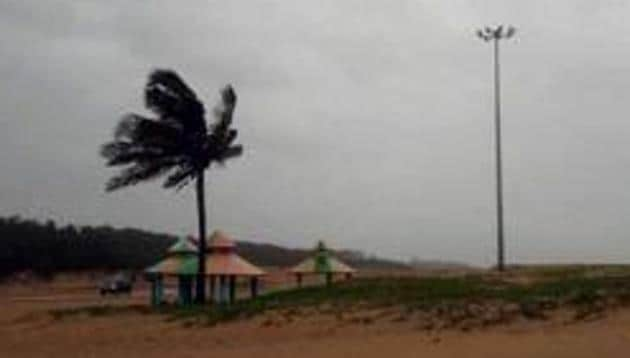 Cyclone Fani hits West Bengal by crossing Kharagpur(ANI)