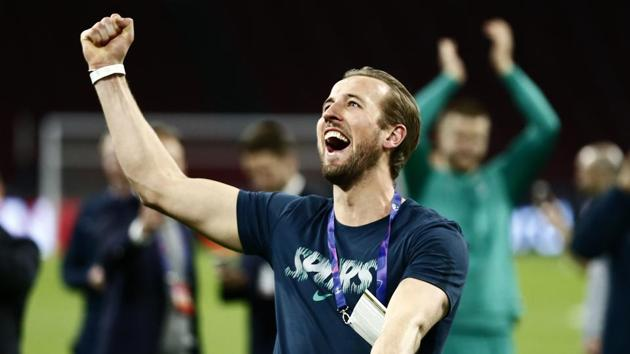Tottenham's Harry Kane celebrates in front of the fans at the end of the Champions League semifinal second leg soccer match between Ajax and Tottenham Hotspur at the Johan Cruyff ArenA in Amsterdam, Netherlands, Wednesday, May 8, 2019(AP)