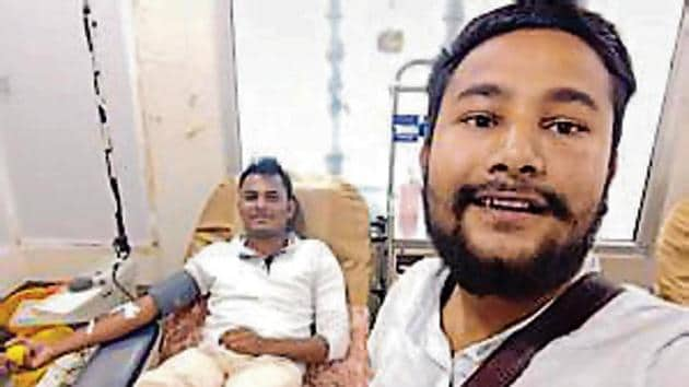 Ahmed (left) donated blood after breaking Ramzan fast.(HT Photo)