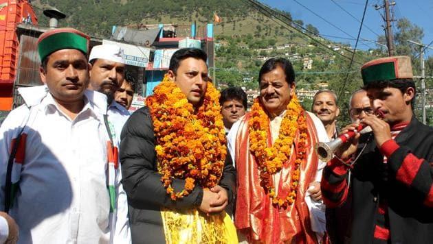 Congress candidate from Mandi Lok Sabha constituency in Himachal Pradesh, Ashray Sharma campaigning in Kullu district.(HT file photo)