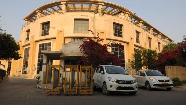 A three-year delay in transfer of water connection from the Haryana Shahri Vikas Pradhikaran (HSVP) to the Municipal Corporation of Gurugram (MCG) has led to loss of revenue and water because the new water connections—estimated to be around 20,000— given out during this time could not be fitted with meters, civic official said.