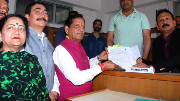 BJP candidate from Kangra Lok Sabha constituency Kishan Kapoor filing his nomination papers. He is pitted against Congress candidate and two-time MLA Pawan Kajal.(HT file photo)