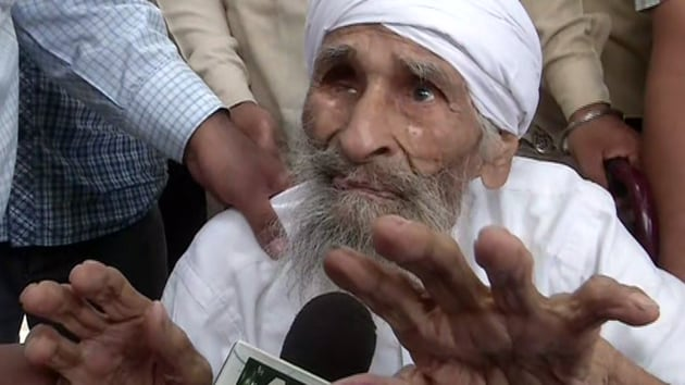 Delhi's oldest voter, 111-year old Bachan Singh, after casting his vote at a polling booth in Sant Garh(ANI)