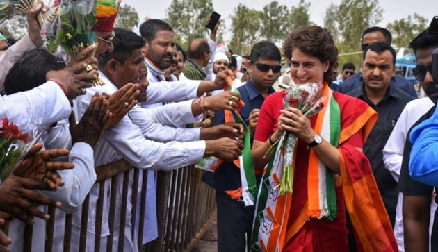 Priyanka Gandhi acknowledging greetings of Congress workers and others at Ujjain on Monday.(HT PHOTO)