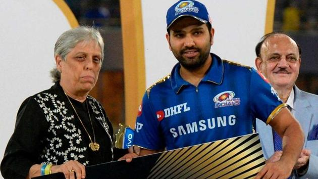 Diana Edulji (L) with Rohit Sharma during the IPL 2019 Final presentation ceremony.(AFP)