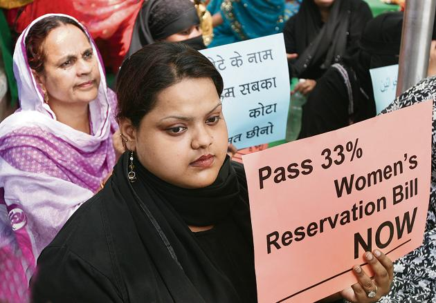 A protest in New Delhi demanding the passing of the Women's Reservation Bill in Lok Sabha on April 15, 2010.(SONU MEHTA/HT)