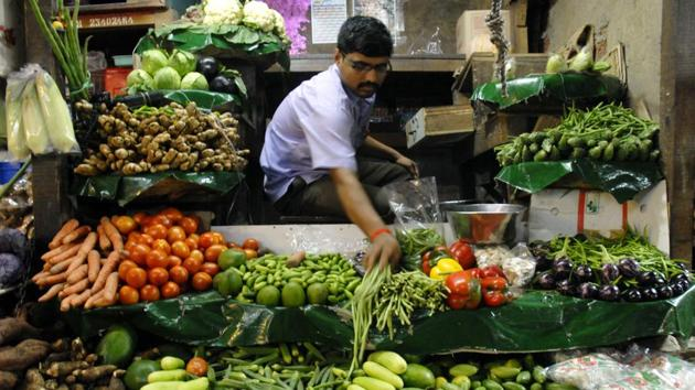 Mumbai...14th June 2011... News... Men at work at the vegetable market at Crawford on Tuesday. India's Wholesale Price Index (WPI) rose an annual 9.06 percent in May as the Government data shows - Photo by Kalpak Pathak(HT File Photo)