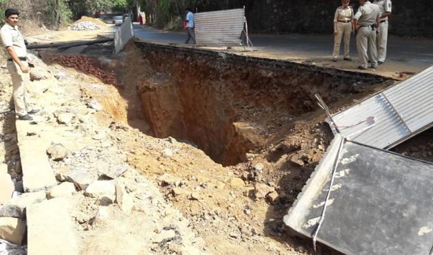 A 37-year-old man was killed on Wednesday morning after his vehicle fell into a 15-feet deep pit dug up by the civic body for a sewer in Maharashtra's Thane, officials said.(Praful Gangrude/HT Photo)
