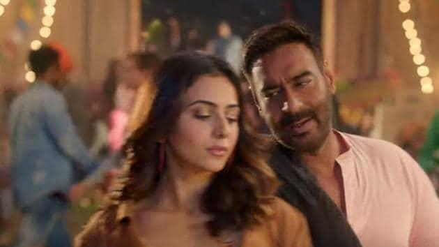 Rakul Preet and Ajay Devgn star in De De Pyaar De.