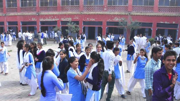 MPBSE Class 10 topper: The Class 10 examinations of MPBSE were held from March 1 to March 27 and 11.32 lakh students appeared.(HT file)