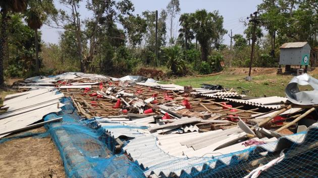 Other poultry farmers in the region are worried that the cyclone may have dealt a deadlier blow than expected, as many of them had borrowed from banks to take up poultry farming.(HT PHOTO)