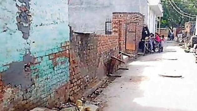 The spot where 40-year-old Rekha Singh was stabbed four times by her neighbour on Thursday.(HTPhoto)
