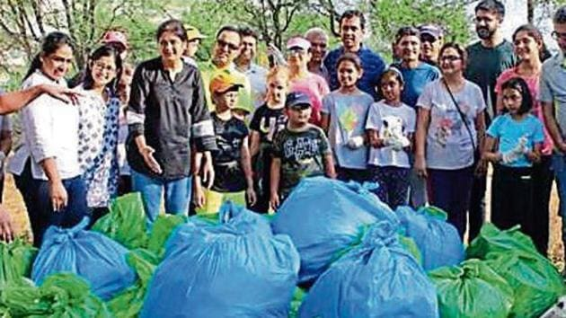 Residents of DLF-5 clear 200kg waste from the Aravallis