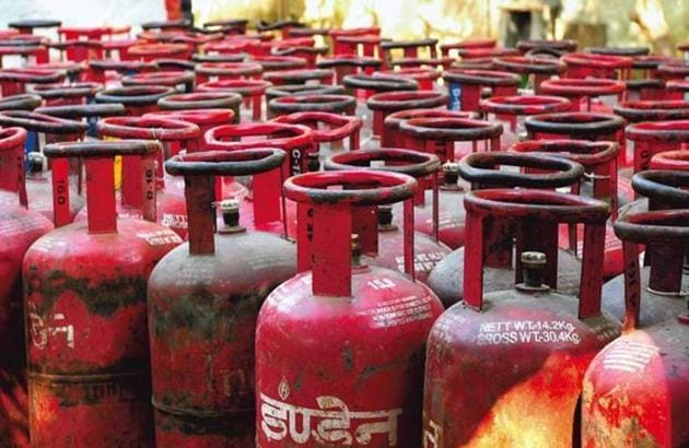 10K LPG cylinders, gas stoves in state govt-run primary schools missing or stolen in the past decade.(Representative image)