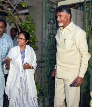 Andhra Pradesh chief minister and Telugu Desam Party president N Chandrababu Naidu with West Bengal chief minister and Trinamool Congress chief Mamata Banerjee, at her residence in Kolkata, Monday, May 20, 2019.(PTI photo)