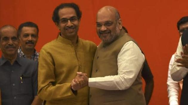 A Lok Sabha win for Shiv Sena and BJP will make things easier ahead of the Assembly elections.(HT Photo)