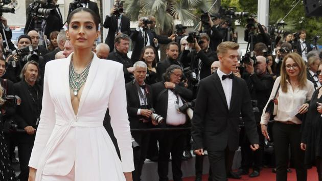 """72nd Cannes Film Festival - Screening of the film """"Once Upon a Time in Hollywood"""" in competition - Red Carpet Arrivals - Cannes, France, May 21, 2019. Sonam Kapoor poses. REUTERS/Eric Gaillard(REUTERS)"""