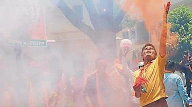 BJP supporters celebrate in Jaipur the party's victory in Lok Sabha elections.(Himanshu Vyas /HT)