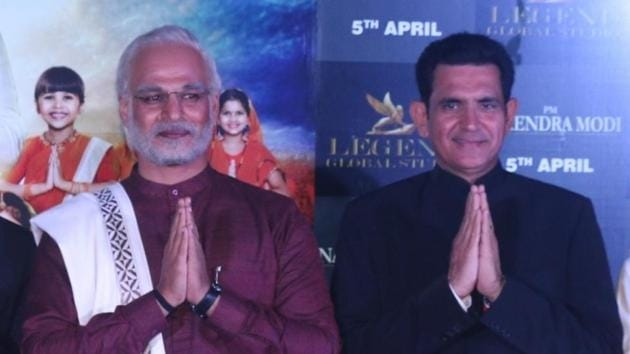 Director Omung Kumar B with actor Vivek Oberoi at the trailer launch of PM Narendra Modi in Mumbai, on March 20, 2019.(IANS)