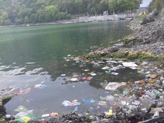 With over 7,000 structures on the slopes around Nainital lake, lot of solid waste enters it, polluting its waters and affecting its aquatic ecology.(HT Photo)