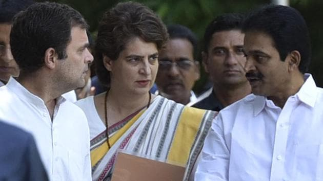 Congress president Rahul Gandhi and AICC general-secretary Priyanka Gandhi Vadra along with senior party leaders arrive for Congress Working Committee (CWC) meeting at AICC headquarters, in New Delhi, India, on May 25, 2019.(Sanjeev Verma/HT PHOTO)