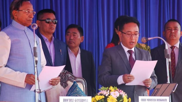 Prem Singh Tamang, popular as P S Golay, became the sixth chief minister of Sikkim when he was sworn in by governor Ganga Prasad at Gangtok's Paljore stadium(Twitter/@amritdahal_09)