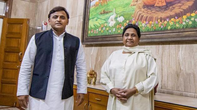 Samajwadi Party President Akhilesh Yadav and Bahujan Samajwadi Party chief Mayawati at latter's residence, in Lucknow, Monday, May 20, 2019.(PTI)