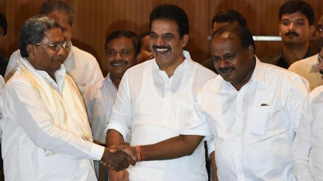 Congress leader K C Venugopal (centre) shares a light moment with chief minister HD Kumaraswamy and former CM Siddaramaiah.(Arijit Sen/HT Photo)