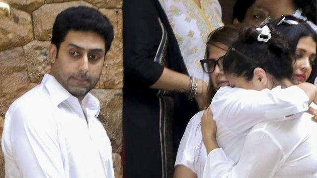 Actors Abhishek Bachchan and Aishwarya Rai console Kajol at the funeral of Ajay Devgn's father, Veeru Devgan.(PTI)