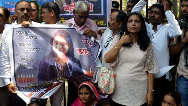 Dr Payal Tadvi's family and All India Students Federation (AISF) stage protest outside the Nair Hospital, demanding that action be taken against the three accused doctors who allegedly hurled casteist slurs and harassed Dr Tadvi.(Bhushan Koyande/HT)