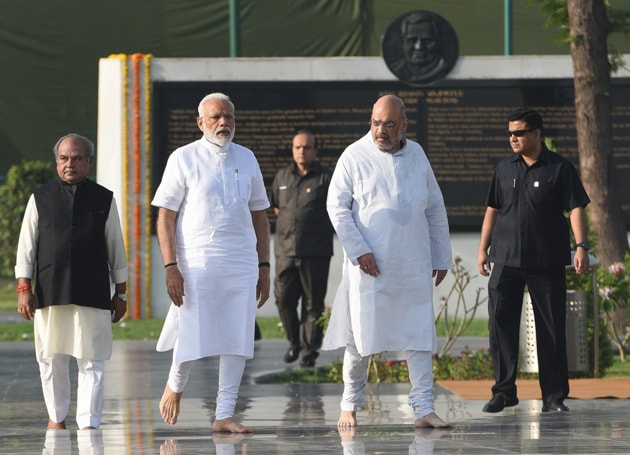 D V Sadananda Gowda and Pralhad Joshi, who were Karnataka BJP presidents, along with Belgaum MP Suresh Angadi have found place in the new ministry.(HT Photo)