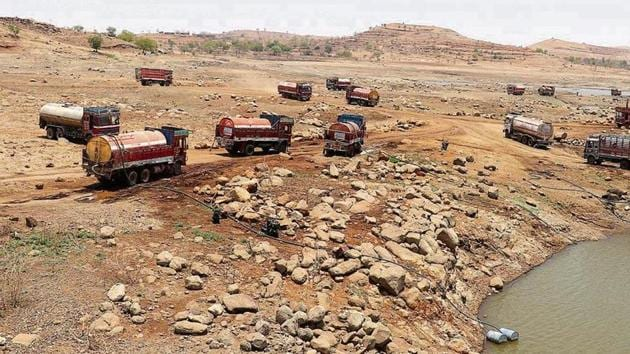It is 11 am in Beed, 300 km from Pune in Maharashtra's drought-hit Marathwada region. Just last week, the city witnessed two sunstroke deaths as the mercury crossed 45 degree Celsius.(Aamir Hussain/HT photo)