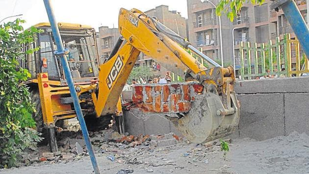 According to police, the project was undertaken by a private contractor and workers were engaged for digging without any safety measures.(HT Photo)