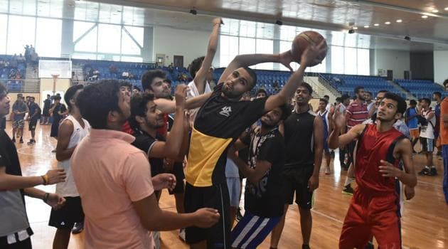 As many as 39 colleges in DU have requirement of basketball and volleyball players and athletes while 31 colleges want cricketers and footballers.(Sushil Kumar/HT File)