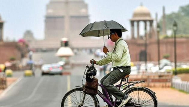 In extreme heat conditions, there is a very high likelihood of heat illness and heat stroke for people of all ages, the IMD's health warning associated with the red category said.(PTI)