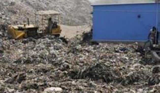 The East Delhi Municipal Corporation's (EDMC) three wards — Mayur Vihar-I, Yamuna Vihar and Anand Vihar — will achieve 100% segregation of solid waste at source by the end of June(HT Photo)