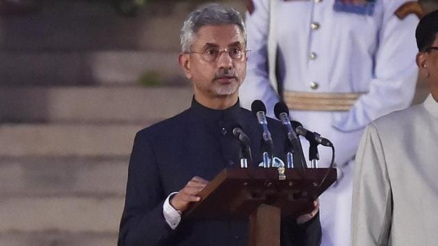 Former foreign Secretary S Jaishankar takes oath as cabinet minister during swearing-in ceremony of the NDA government, at Rashtrapati Bhavan in New Delhi, India, on May 30, 2019(Ajay Aggarwal/HT PHOTO)