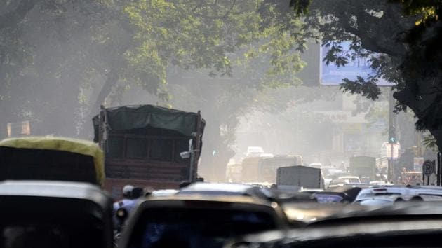 With dust emerging as the foremost pollutant in the region in the last few days, the Uttar Pradesh Pollution Control Board (UPPCB) has cracked a whip on polluters imposing heavy penalties, officials said.(Ravindra Joshi/HT photo)