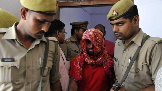 he police said the two confessed to the crime and disclosed that Ravikar wanted to marry Komal, but did not accept her son, Saksham.(Dheeraj Dhawan / Hindustan Times)
